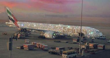 Adevărul din spatele imaginii virale cu avionul acoperit de diamante