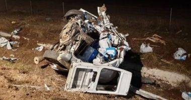 Un TIR şi un microbuz s-au ciocnit pe autostradă: un bărbat a murit
