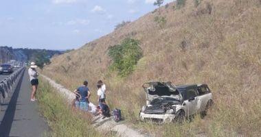 FOTO. Accident rutier pe Autostrada Soarelui. Trei victime, după ce o mașină s-a răsturnat