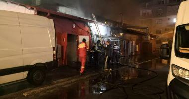 GALERIE FOTO / Supermarket în flăcări, în miez de noapte, la Constanța