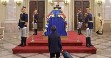 Foto : Cea mai emoționantă fotografie de la catafalcul regelui Mihai