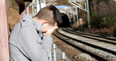 Gest şocant! O adolescentă şi-a împins iubitul din tren, după o ceartă aprinsă