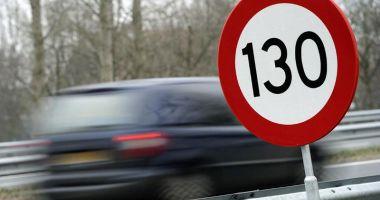 Şofer prins 'zburând' cu 218 km/h! Cum l-au sancţionat poliţiştii