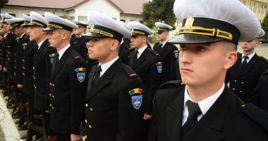 Promisiuni solemne, cu lacrimi şi mândrie în suflet. Viitorii ofiţeri şi maiştri militari de marină au depus jurământul