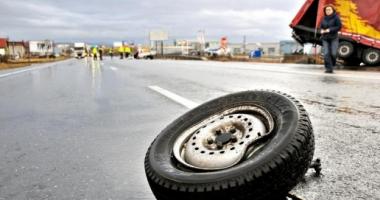 TRAGEDIE RUTIERĂ! UN MORT, în urma impactului dintre un autoturism şi o cisternă cu lapte