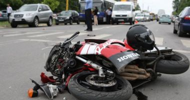 Accident rutier pe strada Soveja. Victima, un motociclist