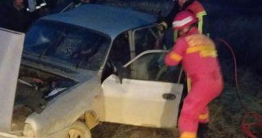 GALERIE FOTO / Accident rutier la Gura Dobrogei. Două persoane sunt încarcerate