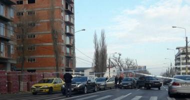 ACCIDENT RUTIER în zona Mega Image din Mamaia. Mai multe maşini implicate. Poliţia, la faţa locului