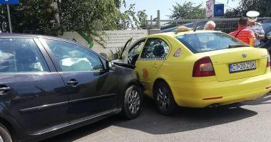 GALERIE FOTO / Accident violent pe strada Baba Novac! Circulaţia se desfăşoară cu dificultate în zonă