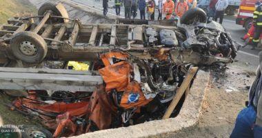 GALERIE FOTO / ACCIDENT GRAV: Un mort şi 9 răniţi. Este plan roşu de intervenţie