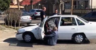VIDEO VIRAL / Accident rutier PRODUS DE UN ŞOFER BEAT MANGĂ, la Constanţa