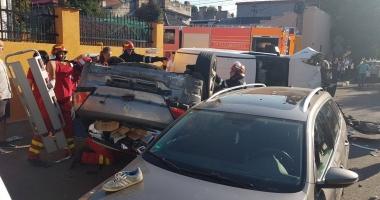 Grav accident rutier în Constanţa. Două maşini s-au răsturnat