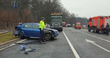 Accident cu OPT maşini pe DN1. Mai multe persoane au avut nevoie de îngrijiri