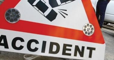 Accident cu un mort �i 3 r�ni�i. Microbuz de c�l�tori, lovit de TIR