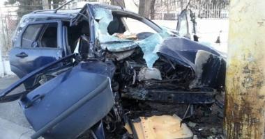 Accident mortal  pe bulevardul Brătianu,  după ce a intrat  cu maşina în stâlp
