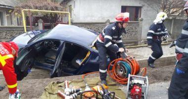 Groaznic accident rutier! Autoturism prins între două tiruri