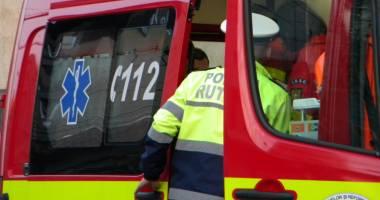 ACCIDENT GRAV în apropiere de CONSTANŢA. Un şofer a intrat cu maşina într-un copac