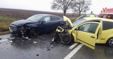 ACCIDENT cu patru maşini! Nouă persoane, printre care şi un copil, au fost implicate
