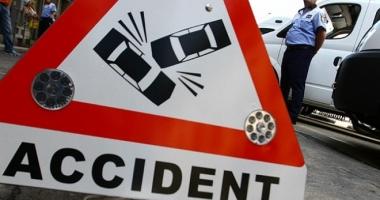 Accident rutier la Constan�a. S-a r�sturnat cu ma�ina, dup� ce a pierdut controlul volanului