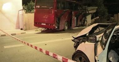 A trecut pe roșu cu autocarul, a rănit grav o șoferiță, și a spart o țeavă de gaz