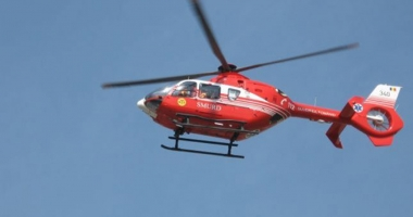 UPDATE. ACCIDENT RUTIER GRAV �n apropierea M�n�stirii Dervent. Elicopterul SMURD solicitat, dup� ce o ma�in� a c�zut �ntr-o r�p�