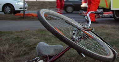 Fetiță de 13 ani, pe bicicletă, ucisă de un șofer care a intrat pe contransens