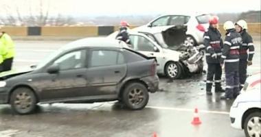 Adolescent de 16 ani, MORT, dup� ce s-a urcat la volan �i a intrat �n st�lp. Prietenii s�i, r�ni�i