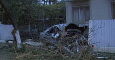 Tragedie rutier�. Un t�n�r de 19 ani a murit pe loc, iar al�i doi au ajuns �n stare grav� la spital