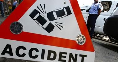 O persoană rănită şi trei maşini distruse, într-un accident rutier, pe Tomis