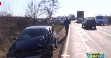 TREI MAŞINI DISTRUSE, în urma unui accident rutier