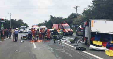 Trei tineri răniţi grav într-un accident, pe drumul spre Costineşti
