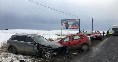 Carambol cu cinci maşini pe DN 11. Trei victime!