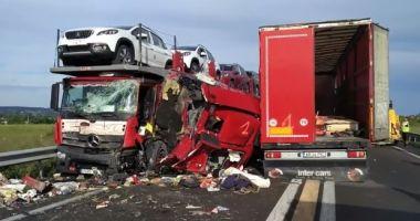 TRAGEDIA ZILEI! Accident cu cinci camioane în Franţa. Un şofer român A MURIT PE LOC - FOTO