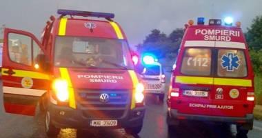 TRAGEDIE PE ŞOSEA! Doi oameni au murit! Motorul mașinii a zburat pe câmp