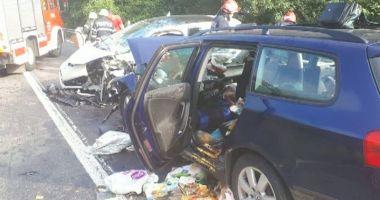 Accident grav pe DN7: Şapte persoane, între care doi copii, sunt rănite
