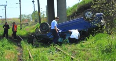 Accidente rutiere grave pe str�zile Constan�ei! O femeie a zburat cu ma�ina de pe pod, al�i doi �oferi s-au f�cut praf