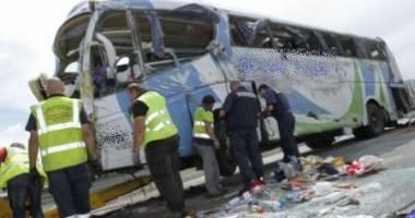 Grav accident rutier! Un autocar cu 46 de pasageri s-a răsturnat