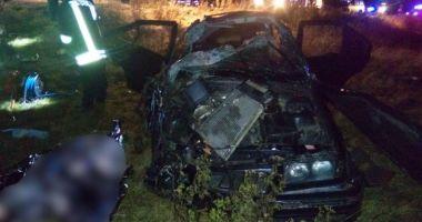 Un mort şi doi răniţi, într-un accident grav