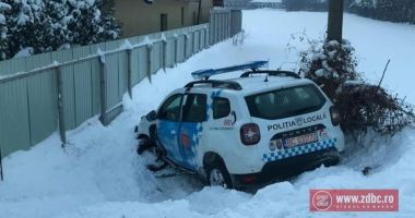 Şef de Poliţie, acuzat că a condus băut! A intrat cu mașina de serviciu într-un șanț