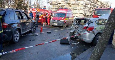 ACCIDENT CU PATRU MAŞINI IMPLICATE! Cinci persoane au fost rănite