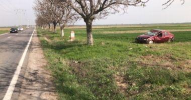 LA UN PAS DE MOARTE! O tânără de 18 ani s-a răsturnat cu maşina