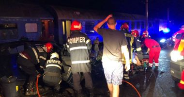 GALERIE FOTO / ACCIDENT TERIFIANT! Mașină lovită de tren, 3 răniți în stare gravă