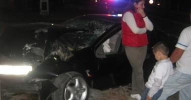O şoferiţă a intrat cu maşina într-un stâlp la Tuzla