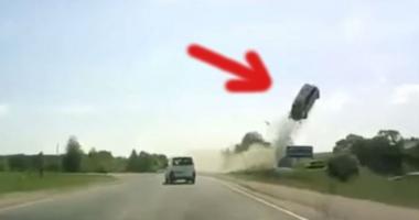 VIDEO. Accidentul care a îngrozit lumea. Maşină proiectată ÎN AER, şoferul mort pe loc!