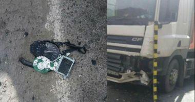 TRAGEDIE PE ŞOSEA! Un motociclist a murit, după ce a intrat sub TIR