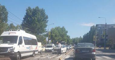 Accident rutier în staţiunea Mamaia! Un autoturism a fost făcut praf