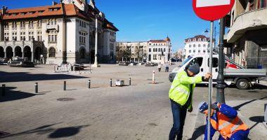 Administrația locală montează noile indicatoare rutiere în zona peninsulară