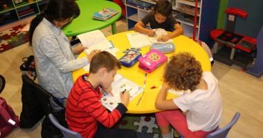 Pentru copii ambiţioşi şi părinţi pretenţioşi, un alt fel de after-school
