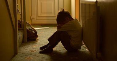 Femeia care a avut o relație de durată cu un băiat de 11 ani e asistentă socială