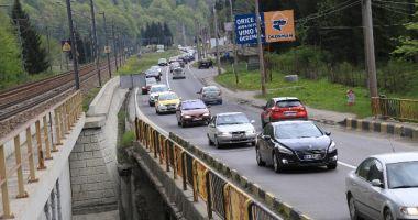 Aglomerație pe DN1: În Comarnic și Bușteni se circulă în coloană